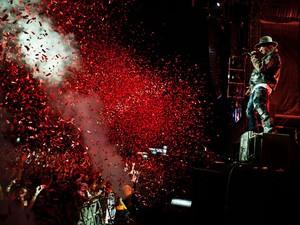 O vocalista Axl Rose em show do Guns N 'Roses (Foto: Divulgação)