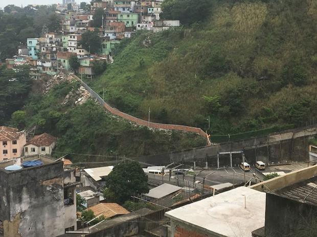 PMs derrubam muro entre comunidades do Centro  (Foto: Divulgação/UPP)