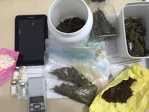 Drogas foram encontradas no apartamento dos suspeitos (Foto: Arquivo/Polícia Civil)