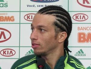 Cicinho, do Palmeiras, em coletiva (Foto: Gustavo Serbonchini / Globoesporte.com)