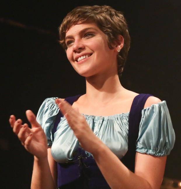 Isabella Sntoni, caracterizada como Bia, protagonista da peça teatral (Foto: Roberto Filho/Brazil News)