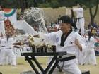 Soldado 'machão' quebra cervejas em treinamento na Coreia do Sul