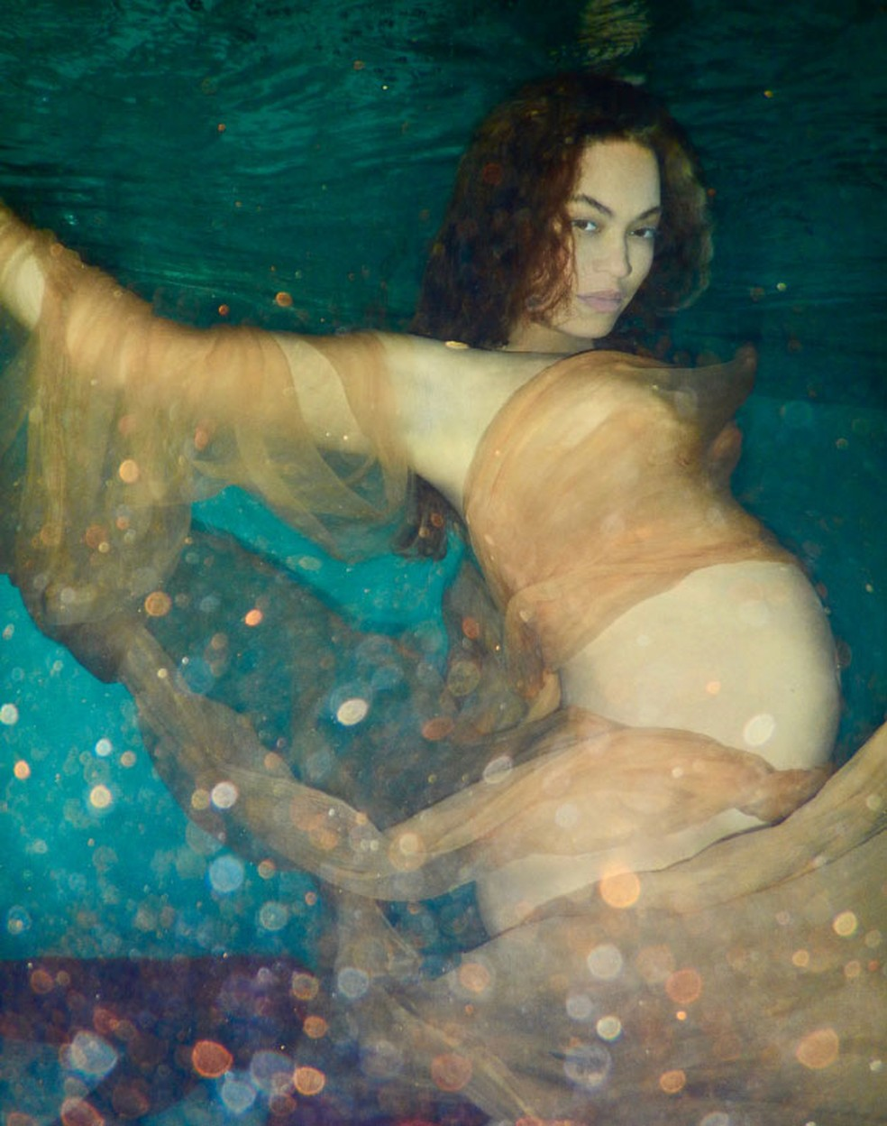Cantora divulgou fotos em seu site oficial. (Foto: Reprodução/Awol Erizku/Site oficial da artista)