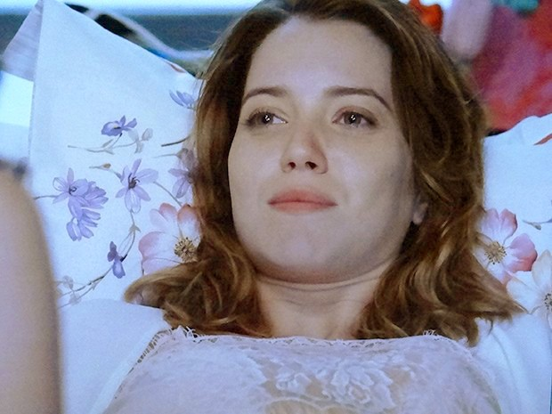 Laura diz que fica nervosa na presença de Caíque (Foto: Alto Astral / Gshow)
