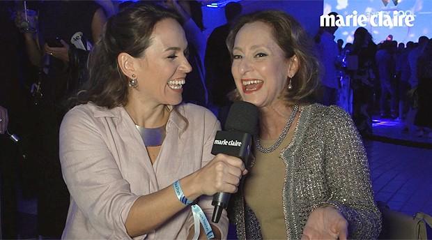 Marina Caruso e Ana Botafogo em festa na piscina vazia do hotel Belmond Copacabana Palace (Foto: Marie Claire/ Editora Globo)