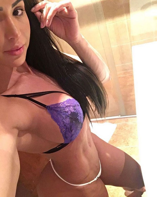 Gracyanne Barbosa posa de lingerie (Foto: Instagram/ Reprodução)