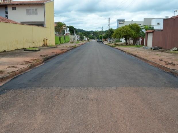 Moradores gastaram R$ 16 mil para pavimentar 120 metros (Foto: Magda Oliveira/G1)