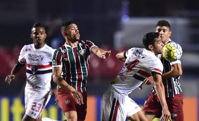 Alan Kardec Douglas São Paulo x Fluminense (Foto: Marcos Ribolli)