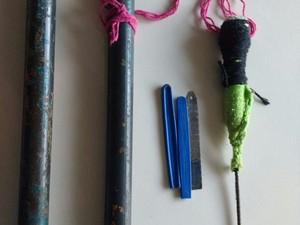 Com o detento foi encontrada uma arma artesanal e uma serra (Foto: Casa de Detenção de Jaru/ Divulgação)