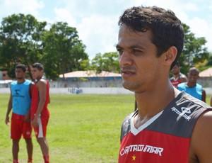 gustavo, lateral-direito do auto esporte, auto esporte, lateral do auto esporte (Foto: Lucas Barros / GloboEsporte.com/pb)