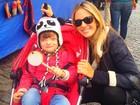 Ticiane Pinheiro leva filha Rafa Justus a feira em Buenos Aires, na Argentina