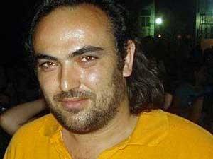 """Andonis Karantinakis é uma dessas pessoas. Morador da quarta maior cidade da Grécia, Heraklion, ele se considera um """"trabalhador inseguro"""". (Foto: BBC)"""