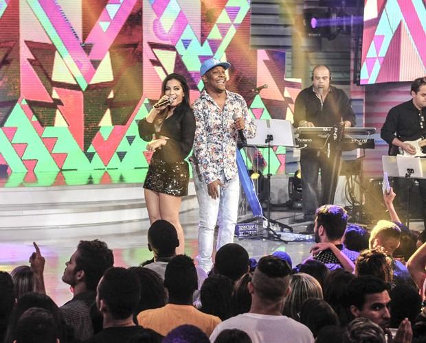 Anitta rebola com Márcio Victor (Foto: Renato Rocha Miranda/TV Globo)