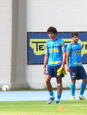 Bruno Mendes treino Botafogo (Foto: Thales Soares)