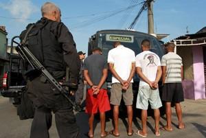 detidos_operacao_chatuba_300 (Foto: Gabriel de Paiva / Ag. O Globo)