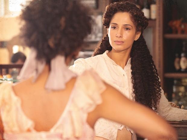 Berenice provoca Isabel (Foto: Lado a Lado/TV Globo)