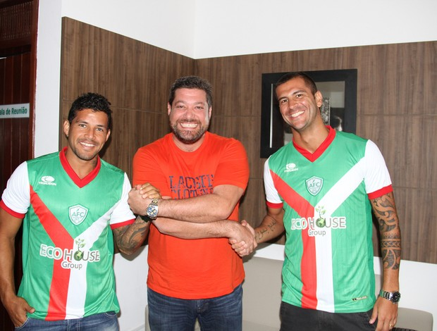 Rico e Renan Marques e o presidente do Alecrim, Anthony Armstrong (Foto: Gabriel Peres/Divulgação)