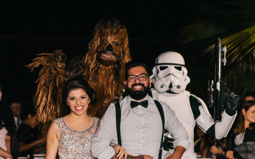 Noivos e amigos vestidos como personagens da saga Star Wars em Piracicaba (Foto: Estúdio Story Makers)