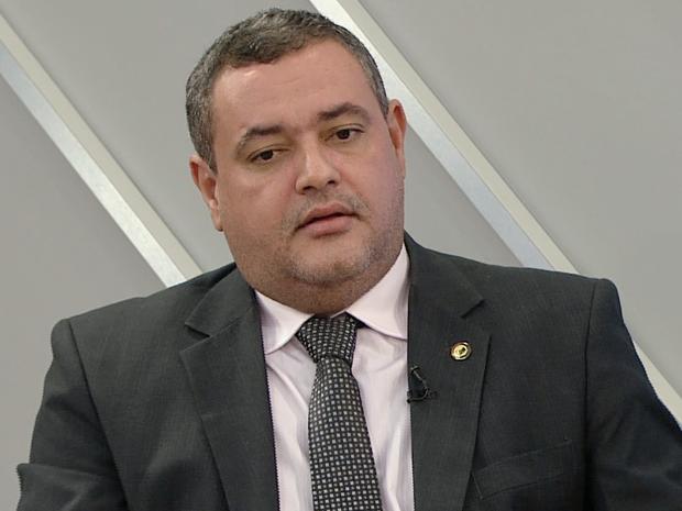 Sandro Locutor falou sobre as viagens realizadas com dinheiro da Ales (Foto: Reprodução/ TV Gazeta)