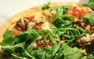 Pizza: aprenda a fazer a massa e o molho de tomate