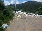 Foto mostra lixo acumulado no bairro Bonsucesso, em Teresópolis, no RJ