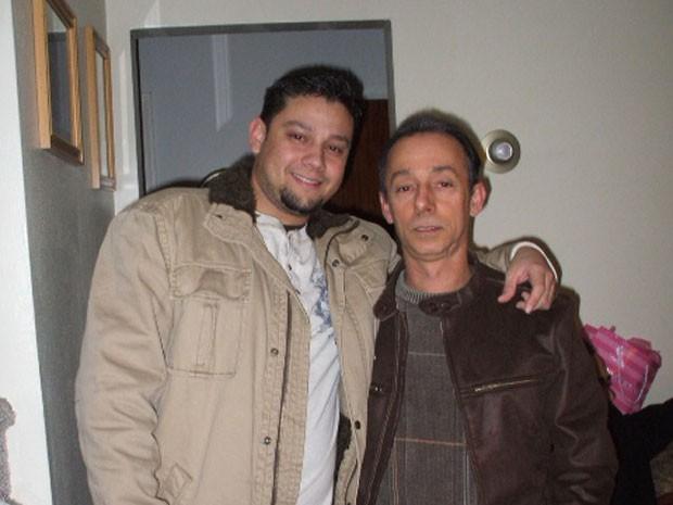 Lincoln ao lado do pai, Tiago, que morreu em acidente nos EUA (Foto: Arquivo pessoal)