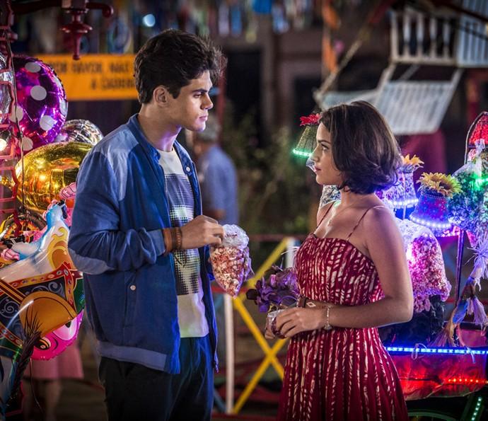 Olívia e Lucas vão reatar romance depois da descoberta do parentesco com Miguel (Foto: Felipe Monteiro/ Gshow)
