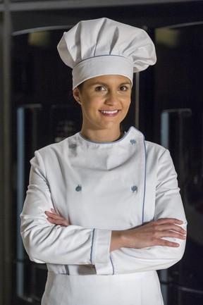 Paula Barbosa como a cozinheira Olga da novela I Love Paraisópolis (Foto: Globo)