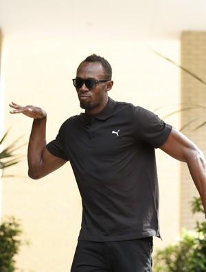Usain Bolt chegou otimista e com bom humor em Londres (Foto: Reuters)