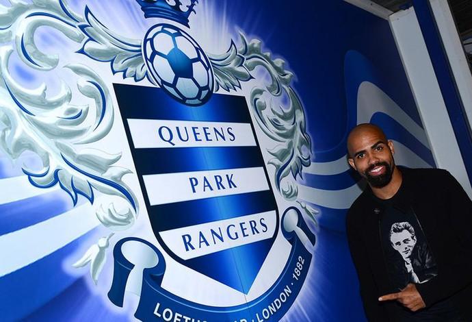 Sandro é apresentado nos Queens Park Rangers  (Foto: Reprodução/ Twitter)