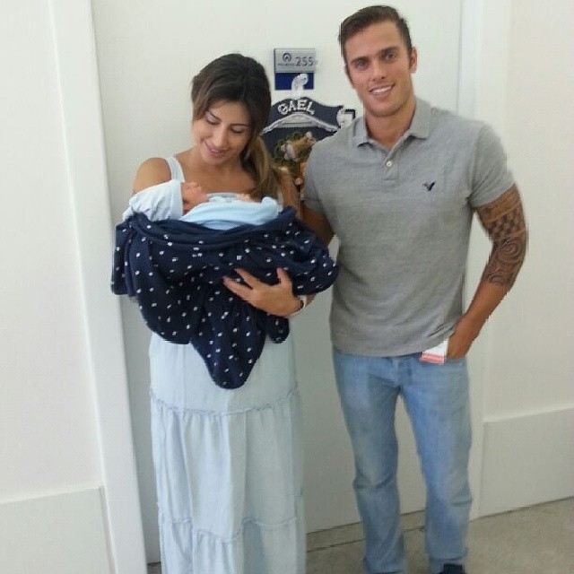 Jaque Khury Sai da Maternidade com Vestido Jeans Claro da Zazou