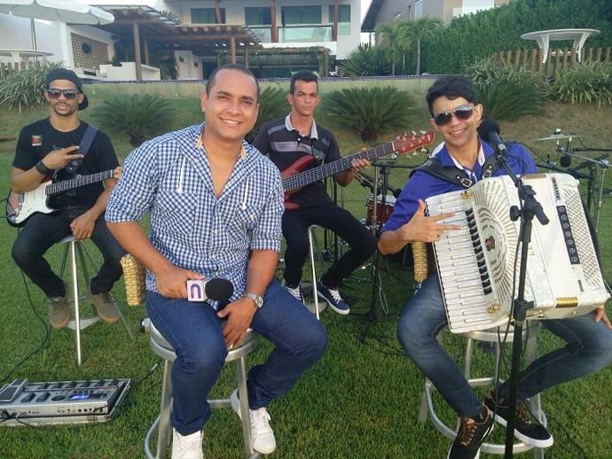 O cantor Elton Mota foi o convidado do 'Levando um Som' deste sábado (Foto: Fernando Petrônio)