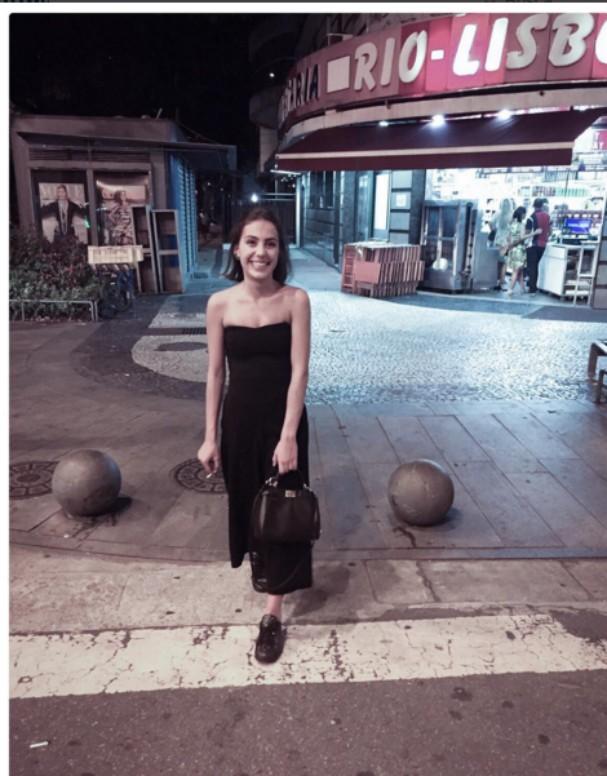 Valentina Ferraz posta foto completamente nua e dispara