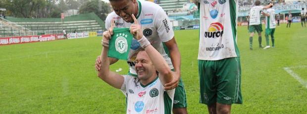 Rodrigo Gral comemora gol 500, Chapecoense (Foto: Aguante Comunicação/Divulgação)