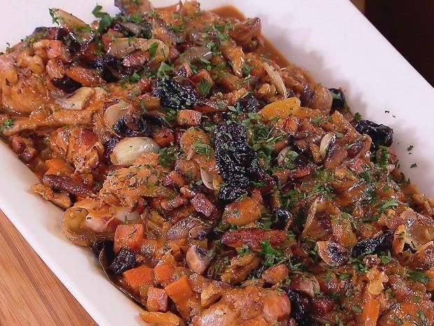 Peru assado com mini cebola, cogumelos, bacon e pur de batata doce (Foto: Divulgao / GNT)