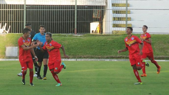 Jogadores do Globo FC comemoram gol no sub-19 (Foto: Canindé Pereira/Divulgação)