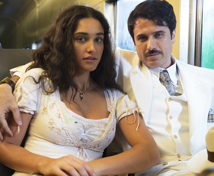 Débora Nascimento e Eriberto Leão gravam cenas de 'Êta mundo bom' dentro de vagão de trem  (Foto: Ramon Vasconcelos/TV Globo)