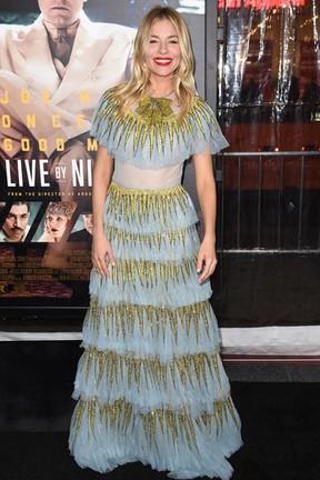 Sienna Miller em première em Los Angeles, nos Estados Unidos (Foto: Robyn Beck/ AFP)
