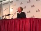 Dan Brown defende esforços para resolver casos de pedofilia na Igreja