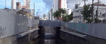 Vândalos roubam mais de 600 metros de fios e túnel alaga (Wagner Sarmento/TV Globo)