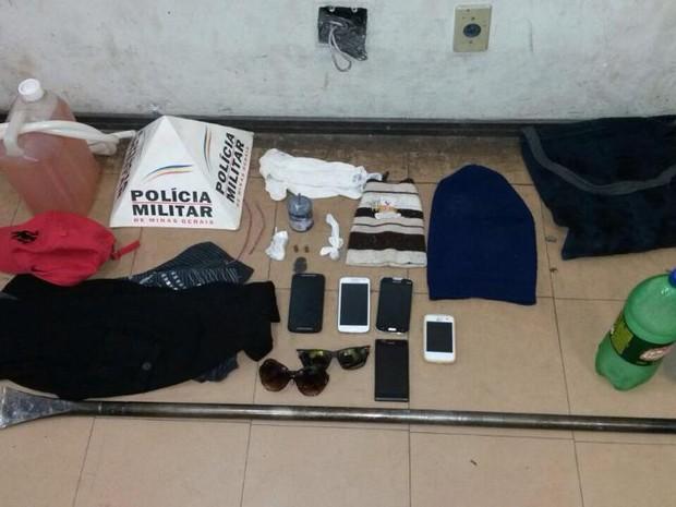 Material apreendido em Itaúna (Foto: Polícia Militar/ Divulgação)
