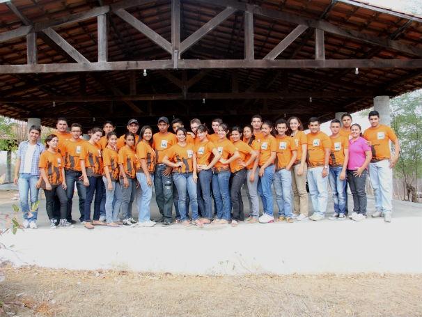 Um turma de jovens beneficiados pela ADEL em 2013 (Foto: Divulgação/ ADEL)