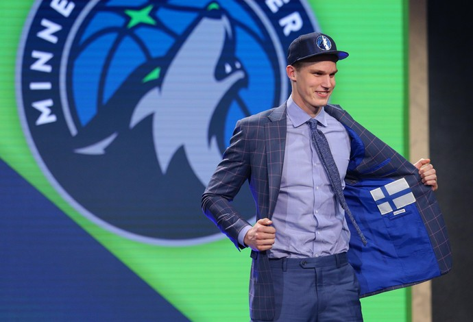 O finlandês Lauri Markkanen foi escolhido pelos Timberwolves, mas vai para o Chicago Bulls (Foto: Reuters/Brad Penner-USA TODAY Sports)