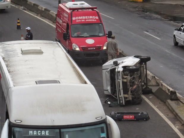 Dois carros e um caminhão se envolveram no acidente (Foto: Renato Cosme Fulgone/ Arquivo Pessoal)