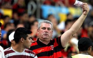 Torcida Flamengo contra o Vitória (Foto: Bruno Gonzales / Agência o globo)