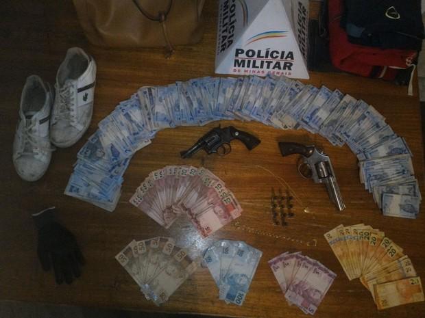 Bandidos roubaram cerca de R$ 2 mil (Foto: Polícia Militar)