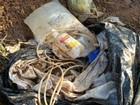 Polícia investiga sacos hospitalares com vísceras descartados em terreno