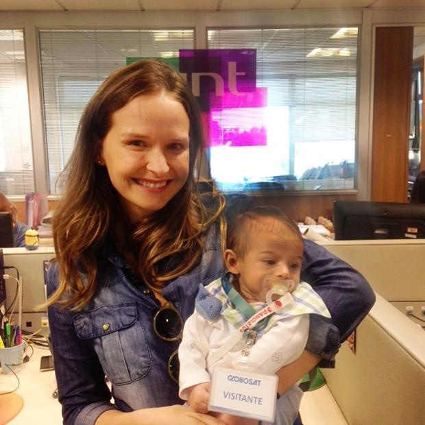 Fernanda Rodrigues e Bento na redao do GNT (Foto: GNT)