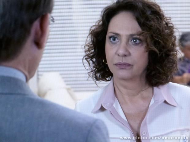 Mas ela não quer saber de papo e trás o passado à tona (Foto: Amor à Vida / TV Globo)