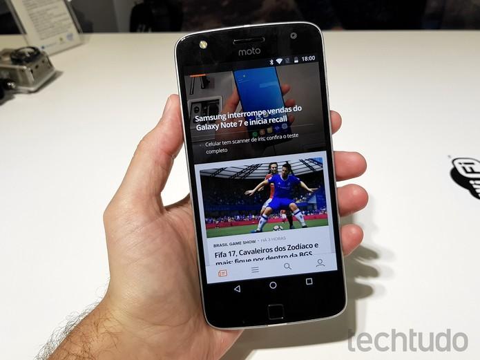 O Moto Z Play foi apresentado na IFA 2016 com tela de 5,5 polegadas (Foto: Thássius Veloso/TechTudo)